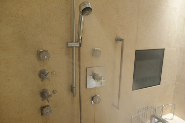 セントレジス大阪のシャワーの水量がすごい