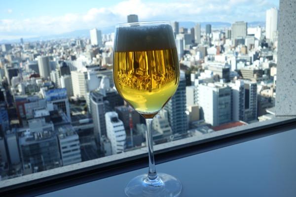 セントレジス大阪の部屋のなかのグラス