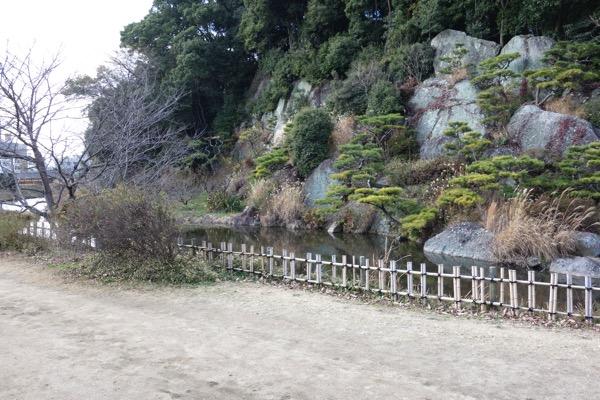 湯築城跡、岩壁